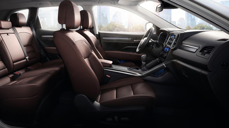 Вентильовані сидіння водія та переднього пасажиру з електрорегулюванням