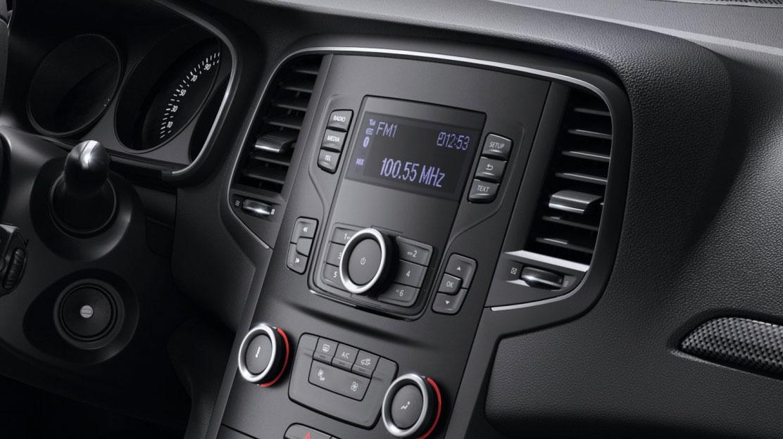 Radio tuner DAB, Bluetooth, Plug & Music, 4x40 W, 4 HP