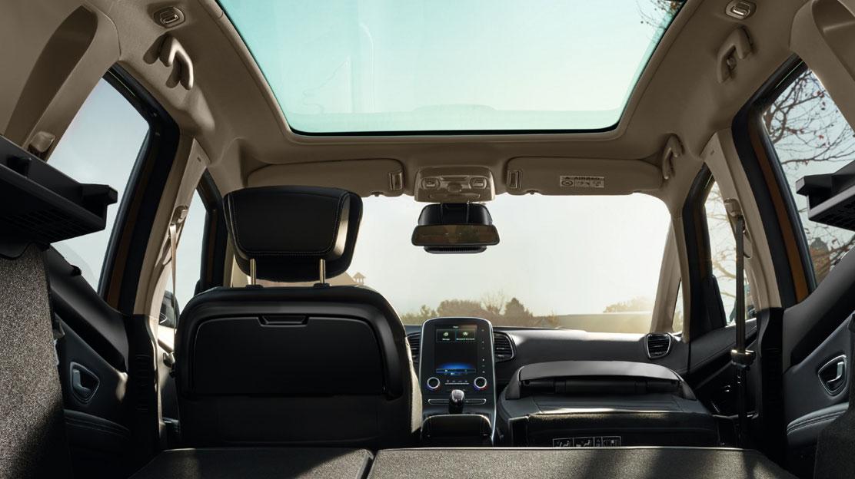 Beifahrersitz umklap., Anklap. Tischchen für die zweite Sitzreihe an den Rücklehnen der Vordersitze
