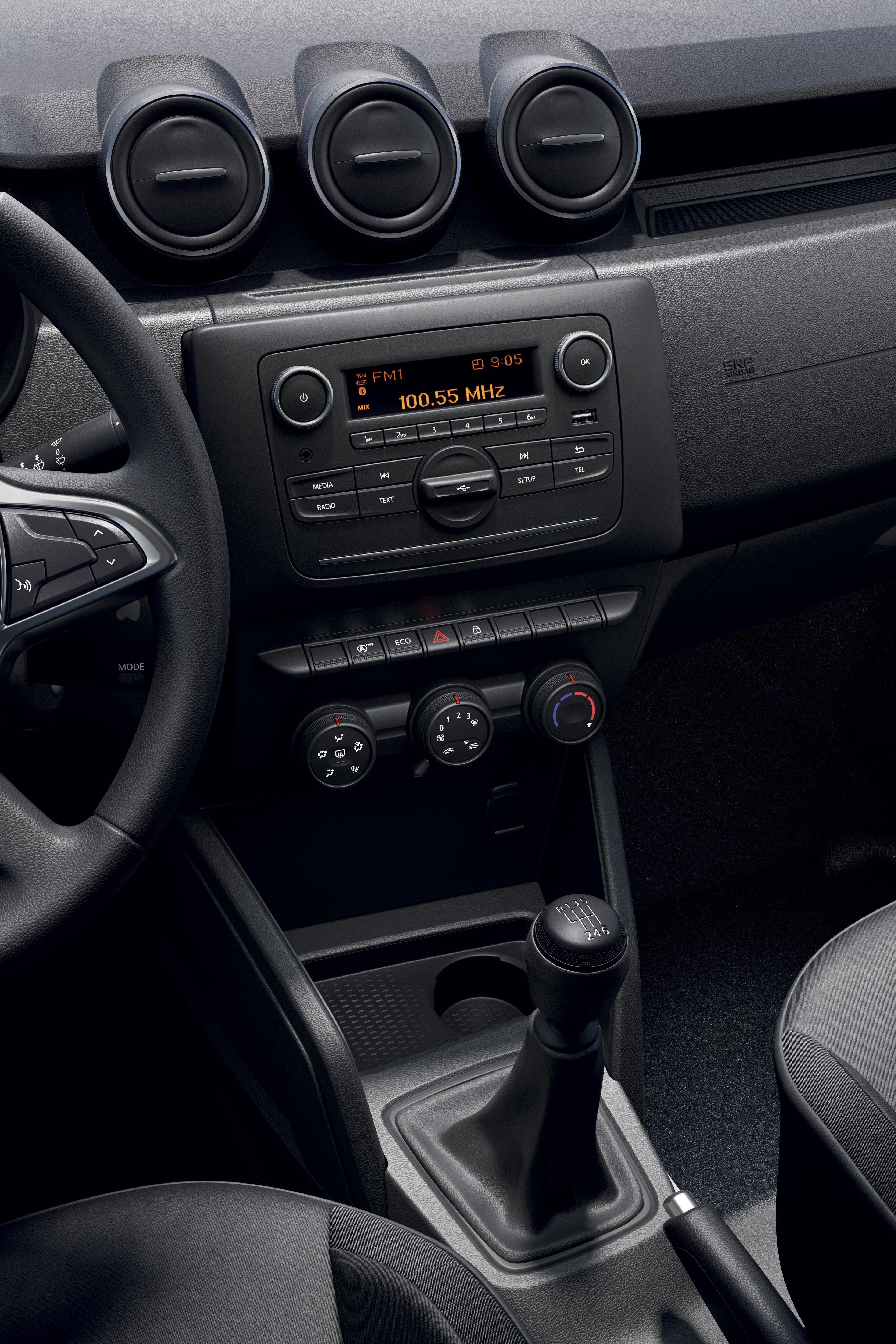 radio MP3, USB, Bluetooth, sterowanie pod kierownicą, bez CD, DAB