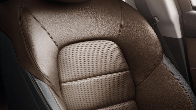 Manuell einstellbarer Fahrersitz mit Massagefunktion im Lendenbereich