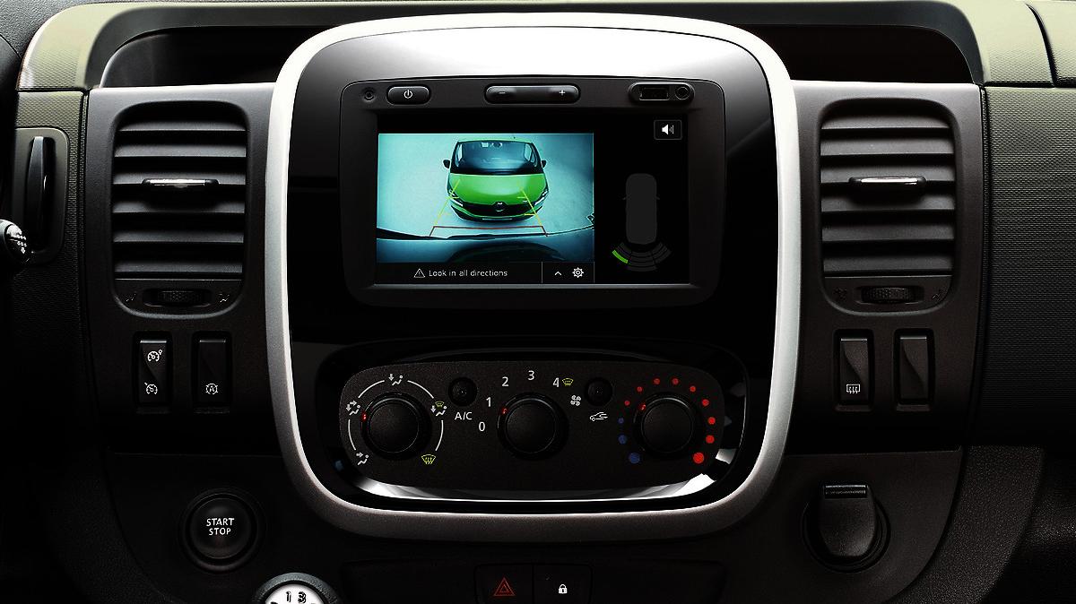Parkirni senzorji zadaj + kamera za vzvratno vožnjo (zaslon R-Link/vzvratno ogledalo)