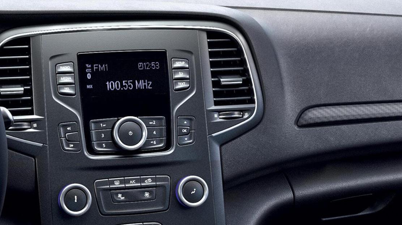 Radio mit 4,2-Zoll-Display, mit vier Lautsprechern, DAB+, USB und Bluetooth1