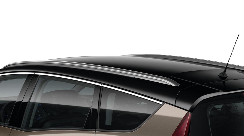 Dakrails in lengterichting geplaatst in aluminiumkleur