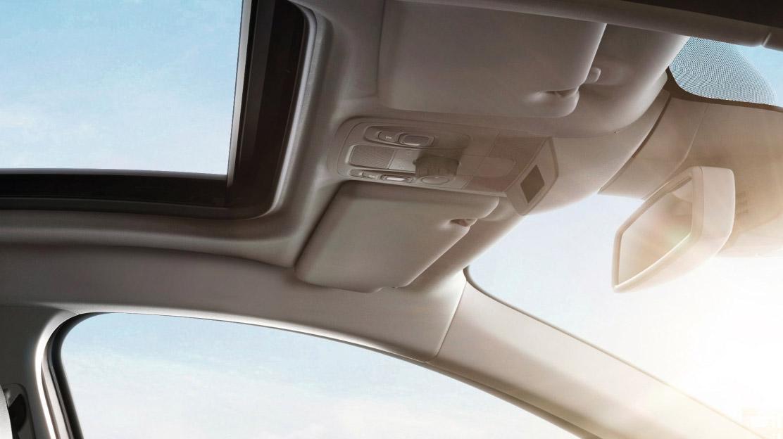 Zonneklep met verlichte make-up spiegel voor bestuurder en passagier vóór