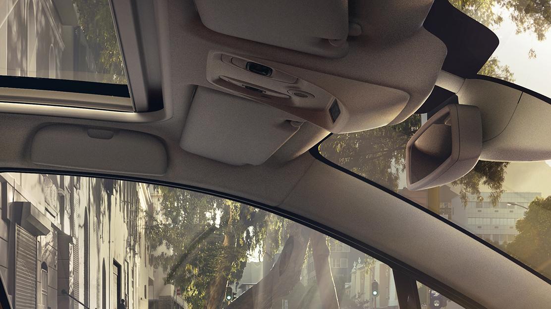Make-upspiegel aan bestuurders- en passagierszijde