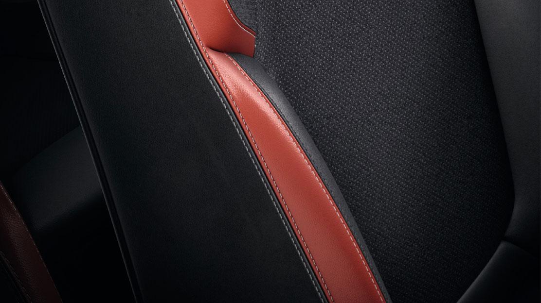 Fahrersitz und Lenkrad höhenverstellbar, Rücksitzbank geteilt umklappbar (1/3 zu 2/3)