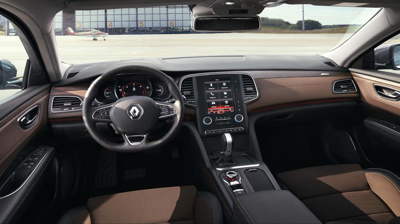 Stuurwiel met leder bekleed en bediening cruise control en snelheidsbegrenzer