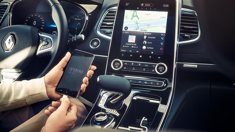 Compatível com Android Auto™ e/ou Apple CarPlay™