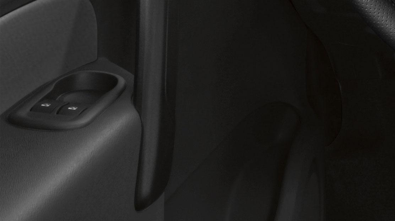 Lève-vitres avant électriques, impulsionnel à la descente et remontée côté conducteur