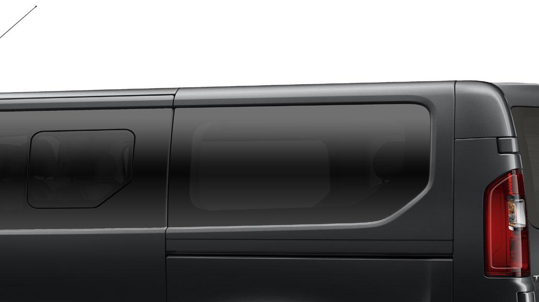 Zatmavená zadní boční okna a zadní sklo