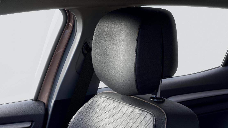 In de hoogte regelbare bestuurders- en passagierszetel met verstelbare lendensteun bestuurder