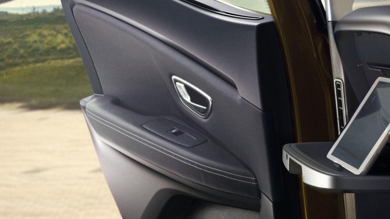 Elektrische Fensterheber vorne u. hinten mit Einklemmschutz und Impulsfunktion vorne