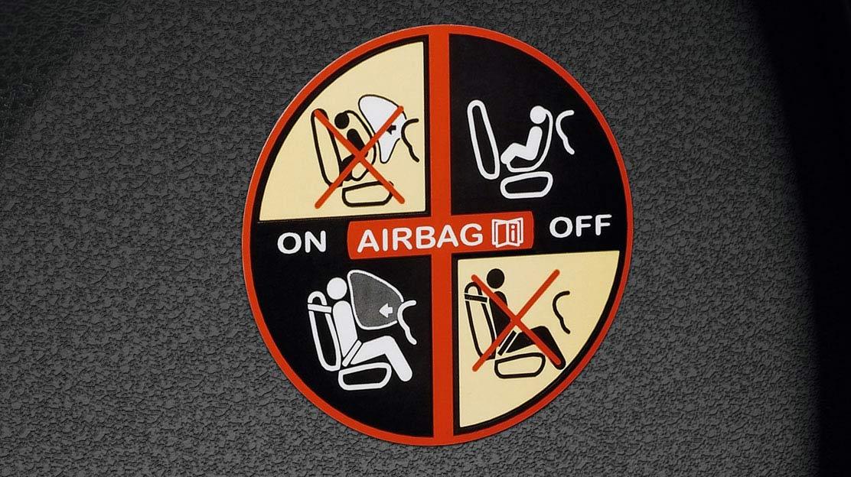 Airbag spolujezdce s možností deaktivace