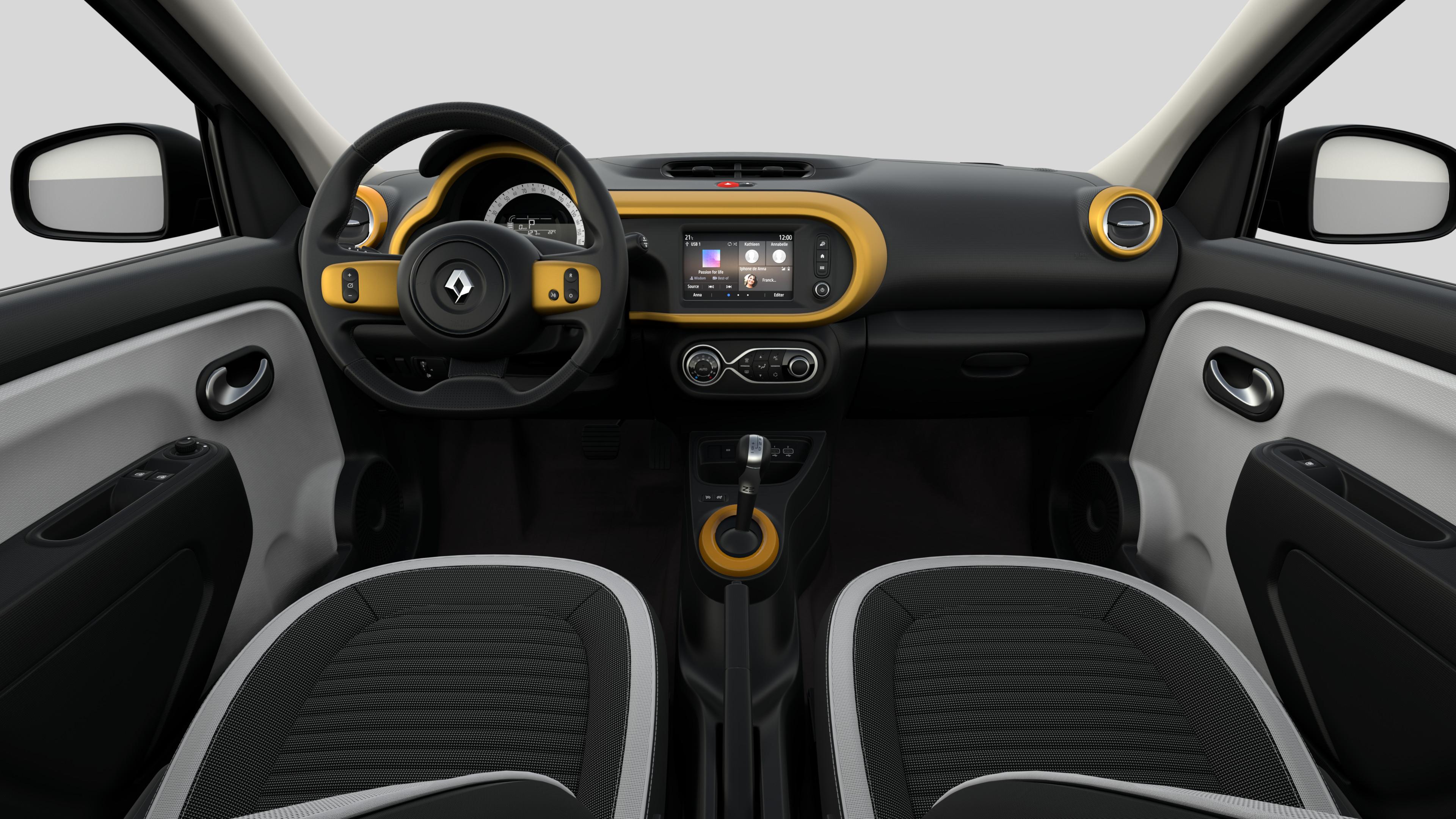 Décors intérieurs Jaune Mango (volant cuir avec inserts, planche de bord, aérateurs, levier vitesse)
