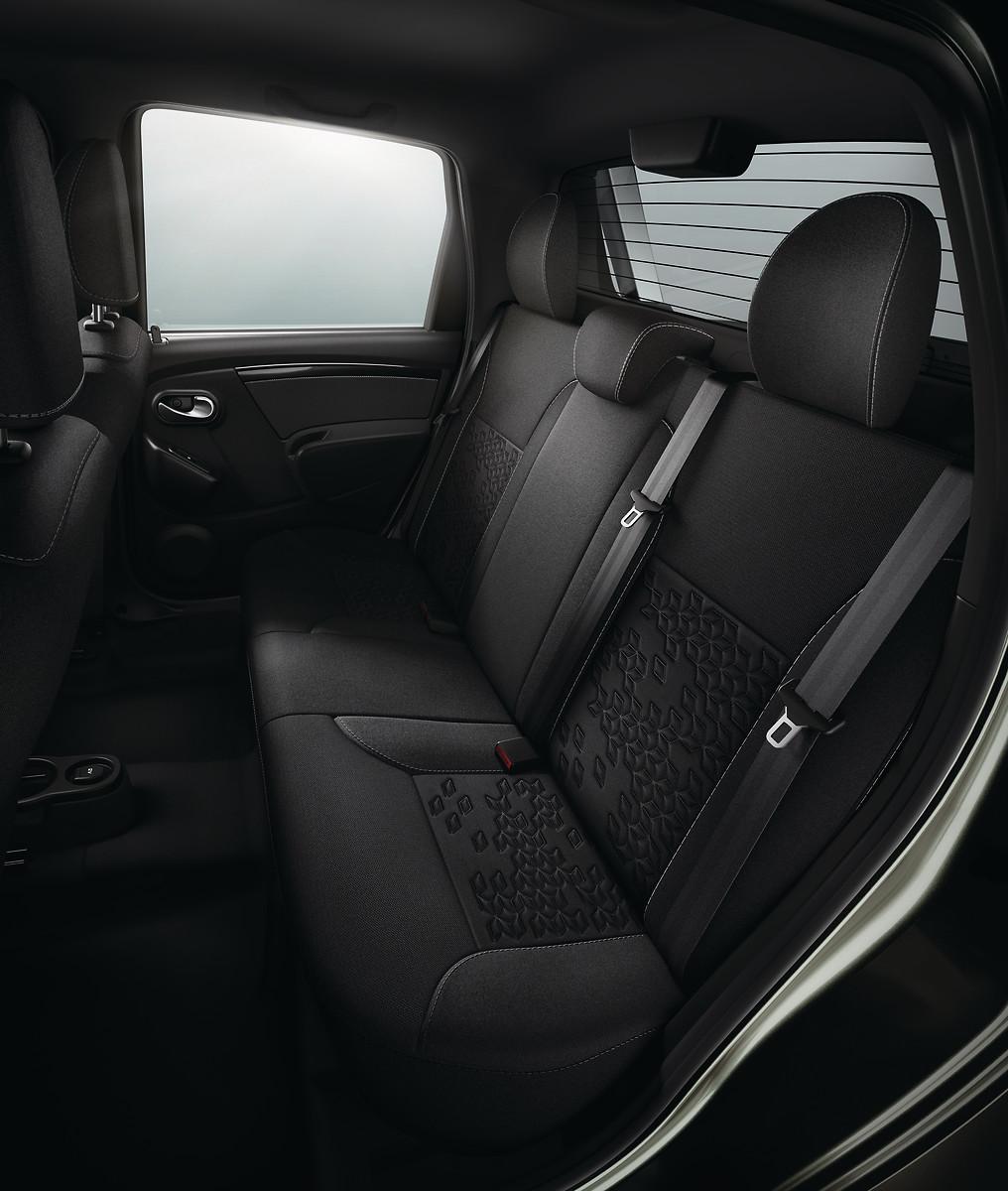 3-и трьохточечних ремені безпеки для заднього ряду сидінь