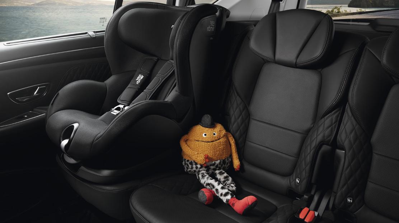 Système d'attache Isofix pour siège enfant aux sièges en 2ème rangée