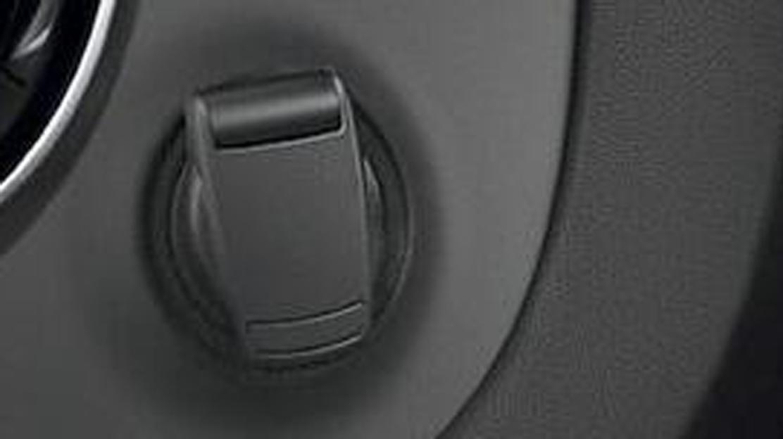 Toma accesorios 12V en zona de carga