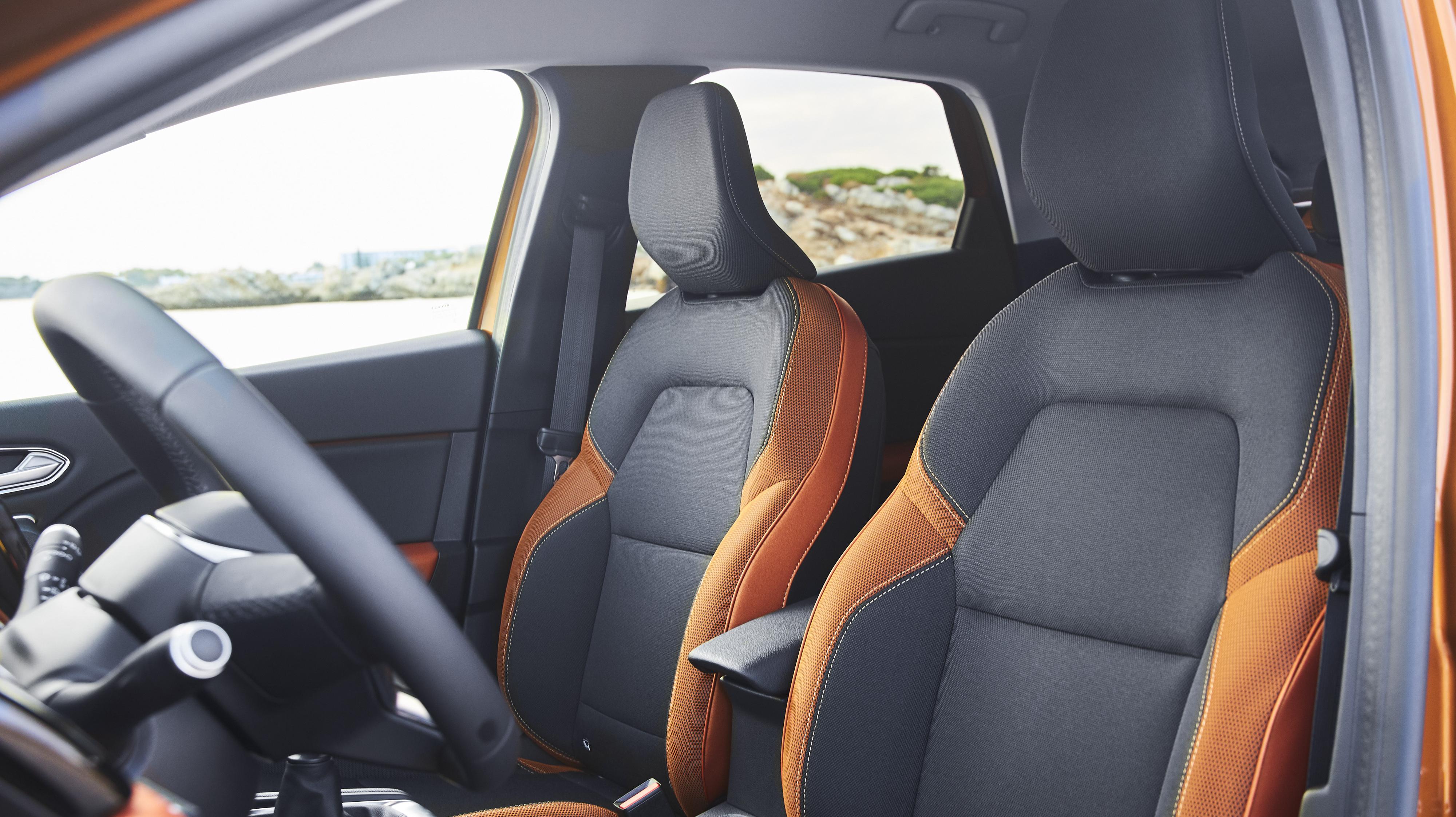In hoogte verstelbare bestuurder- en passagierstoel
