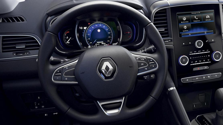 Čelní airbag na straně řidiče a spolujezdce