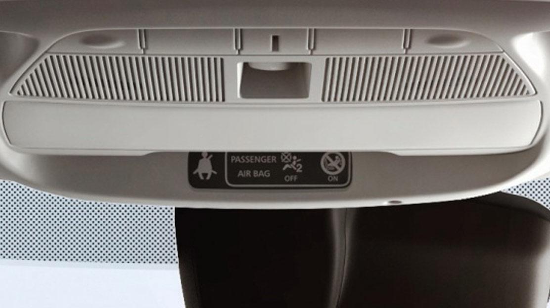 Biztonsági öv bekapcsolására figyelmeztető jelzés minden ülésen