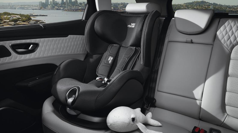 Système d'attache Isofix pour siège enfant aux places latérales arrière