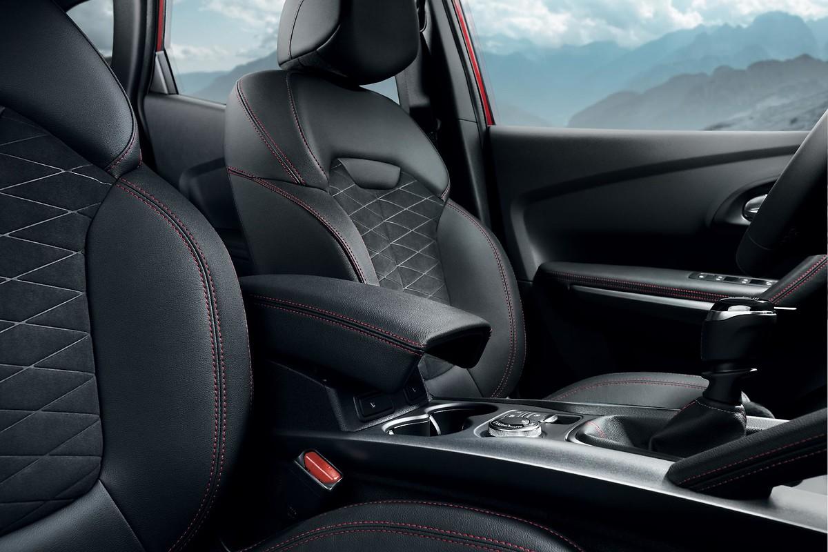 Сидіння водія, що регулюється по довжині і висоті, сидіння пасажира - тільки по довжині