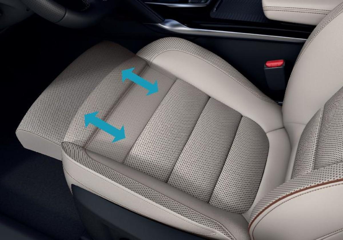 Сидіння водія, що регулюється по довжині та висоті, сидіння пасажира - тільки по довжині