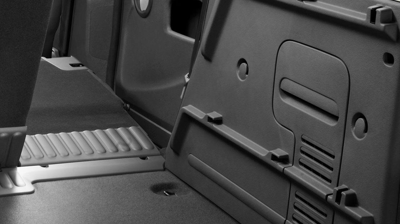 Habillage latéral plastique dans le coffre