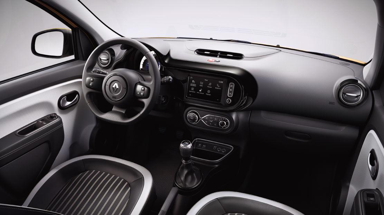 Décors intérieurs Noir (volant cuir avec inserts, planche de bord, aérateurs, levier vitesse)