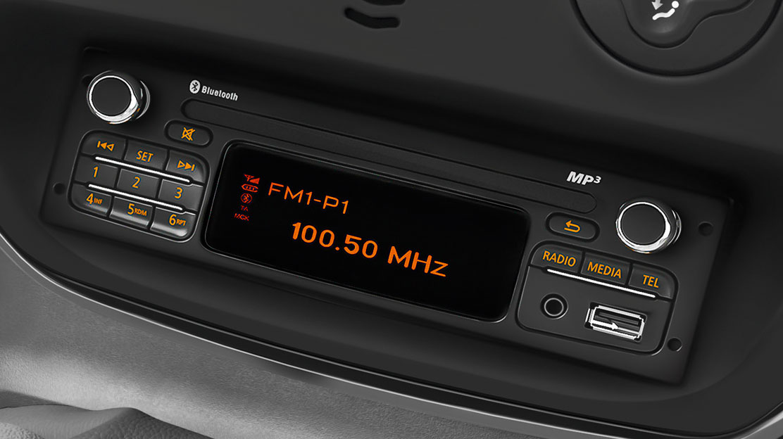 Rádio CD MP3 Bluetooth® USB Jack, ovládání pod volantem, integrovaný displej