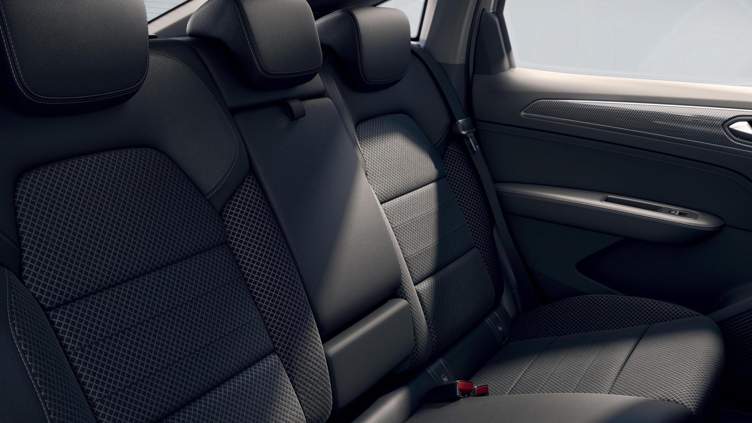 3-Punkt-Sicherheitsgurte auf allen Plätzen der Rücksitzbank