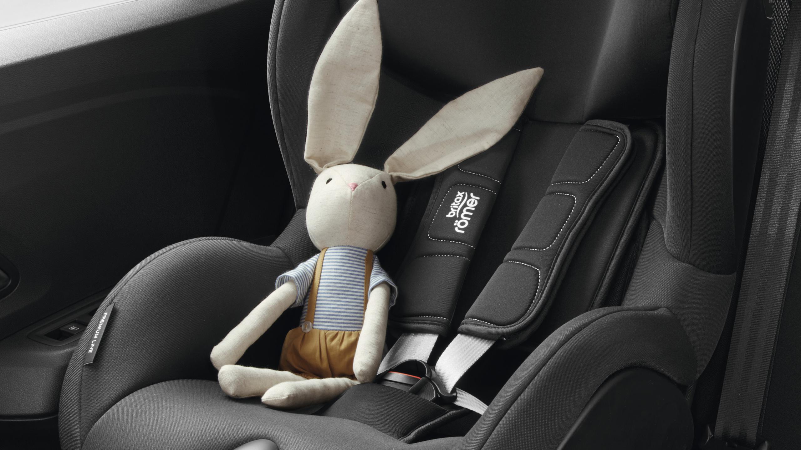ISOFIX-Halterungen für Beifahrersitz und hintere Außenplätze