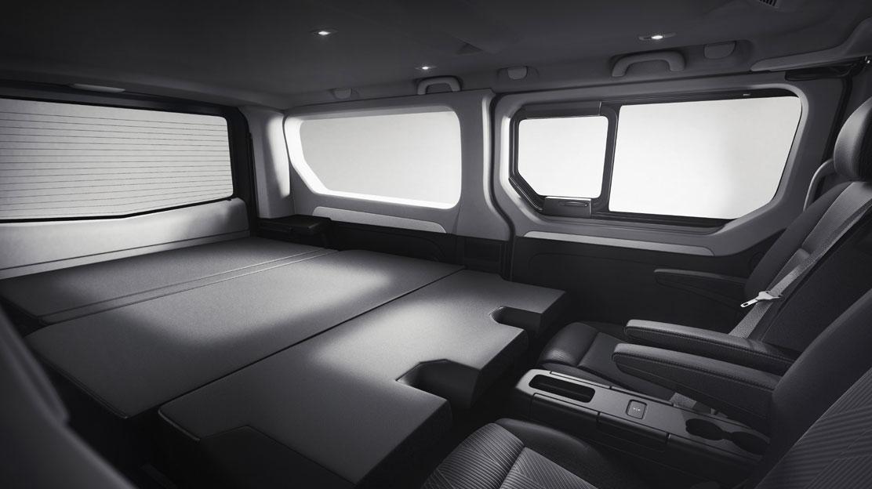 Pack Escapade:2 draaibare zetels op 2de rij+Achterbank-bed op 3de rij+Verwijderbare tafel+Camp lamp