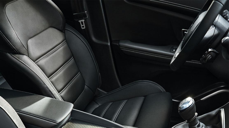 Fahrersitz  höhenverstellbar, zusätzlich mit Lordosenstütze