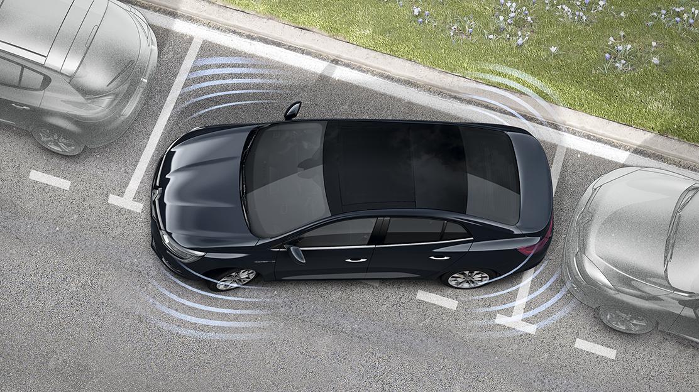 Sistema de ajuda ao estacionamento dianteiro e traseiro c/câmara de marcha-atrás