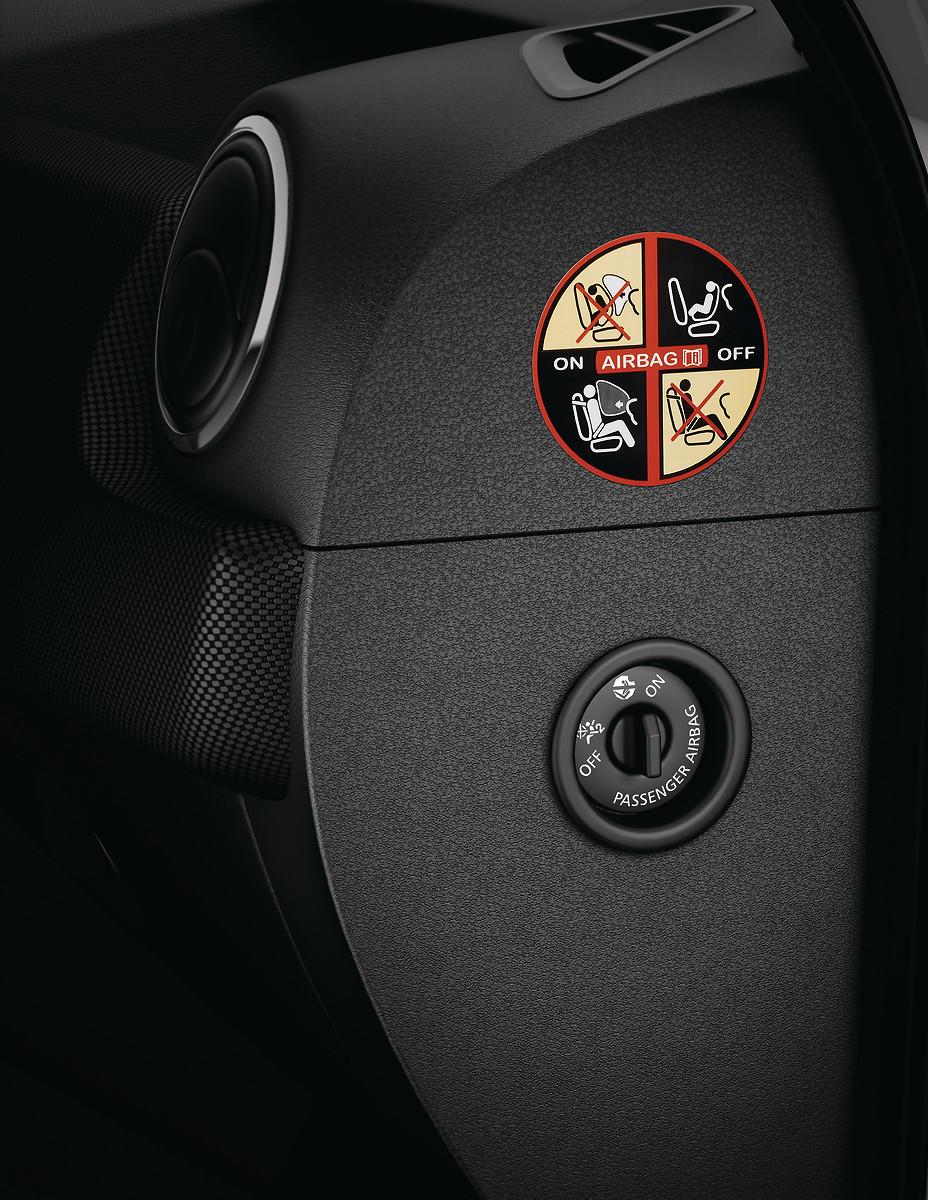 Подушка безпеки водія та переднього пасажира (з кнопкою вимкнення)