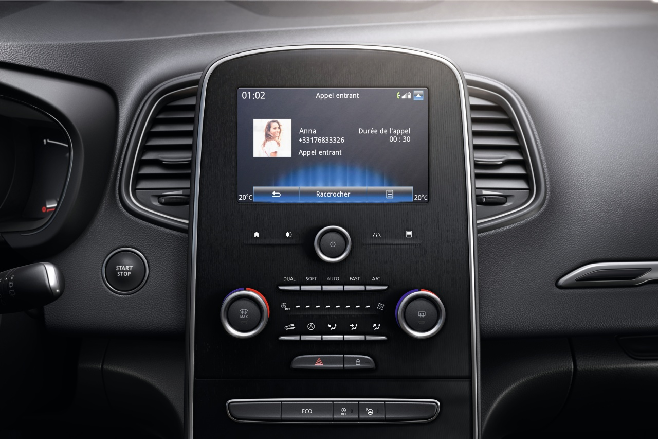 "R-Plug & Radio DAB+ met 7"" touchscreen, 4 speakers, 2 tweeters en stuurkolombediening"