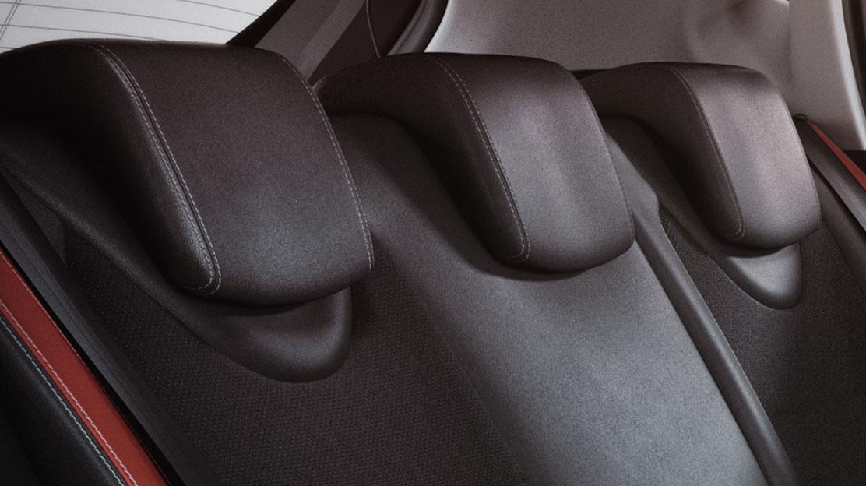 Poggiatesta regolabili in altezza ai 3 sedili posteriori
