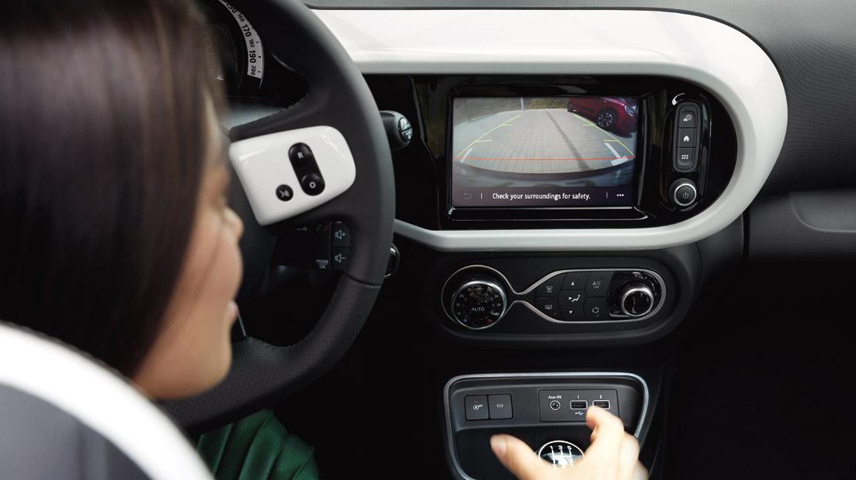 Sistem za pomoč pri parkiranju zadaj + kamera za vzvratno vožnjo