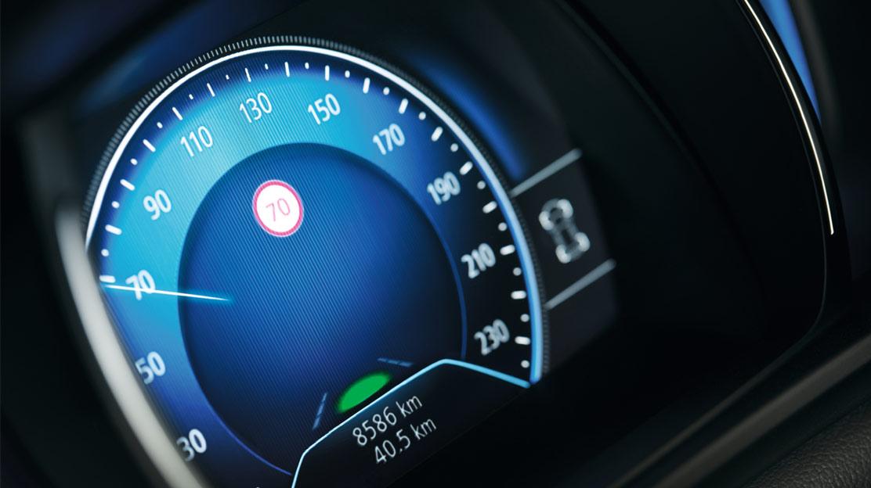 Avviso di eccesso della velocità con riconoscimento die segnali stradali
