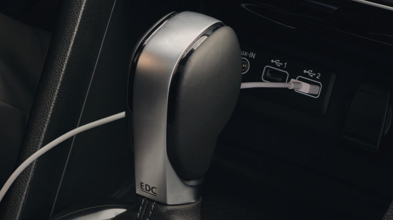 Zusätzliche 12 V-Steckdose für die hintere Sitzreihe
