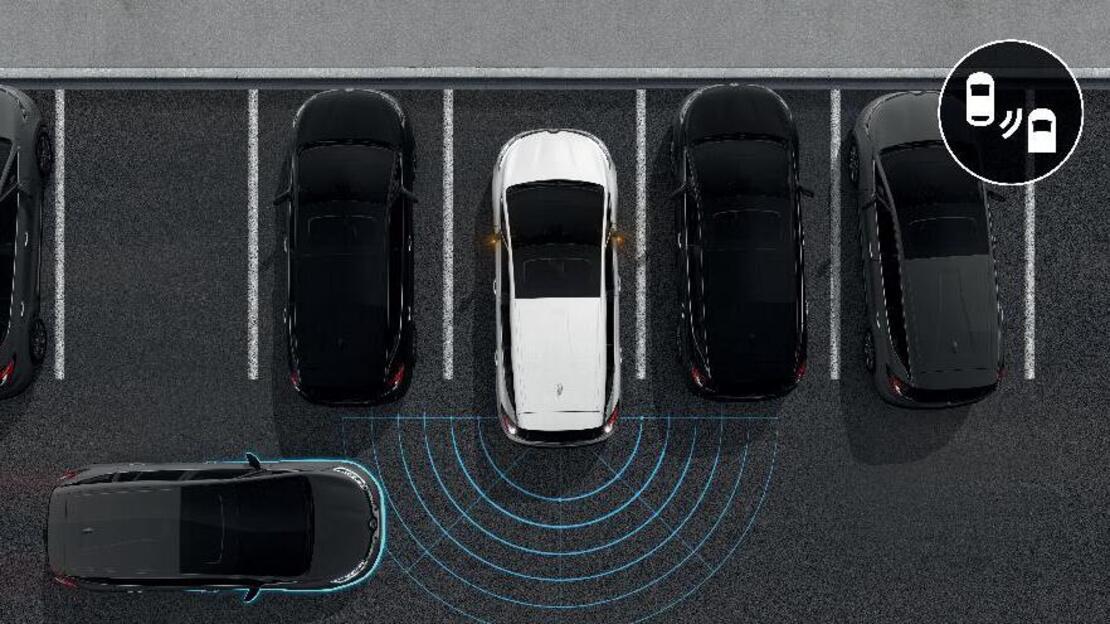 Parkeersensoren vóór, zij en achter met optische en sonische weergave en flank protection