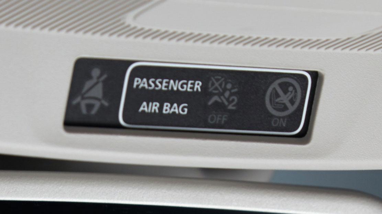 Boční airbagy vpředu, hlavové airbagy v první a druhé řadě
