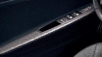 Elektrisch bedienbare zijruiten vóór, bestuurderszijde met sneltoetsbediening en anti-inklembeveilig