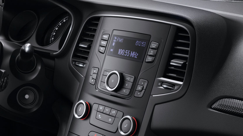 Radio con 4 altavoces, toma USB y Bluetooth