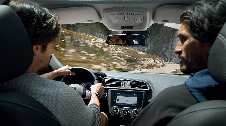 Miroir de courtoisie éclairé côté conducteur et passager