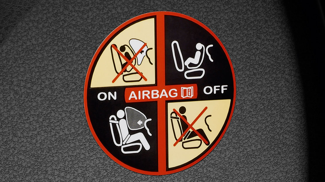 Airbags conducteur et passager à retenue programmée
