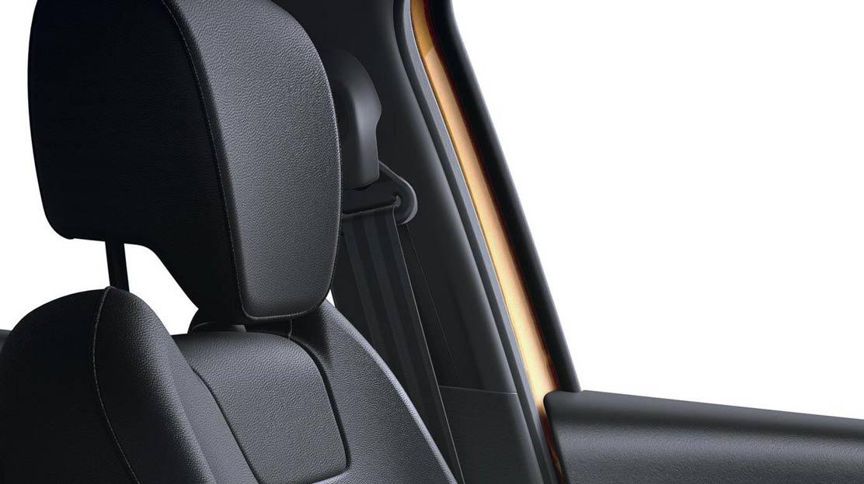In hoogte verstelbare veiligheidsgordels voor bestuurder en passagier vóór
