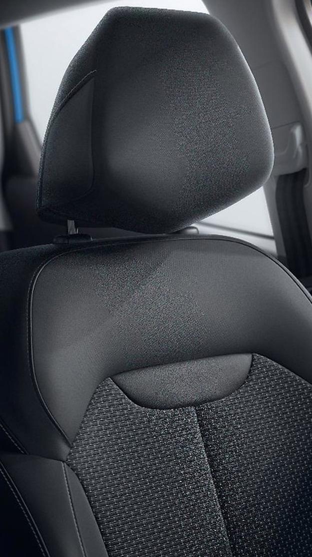 Fahrersitz manuell höhenverstellbar mit Lendenwirbelstütze und umklappbarem Beifahrersitz